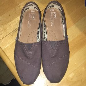 Like new Gray Toms 9.5